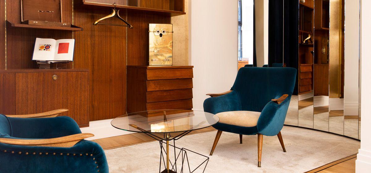 Le Bar à Lunettes By Thibaut, opticien à Liège - Style : mobilier vintage, bleu paon, jeux de miroirs rodés,...