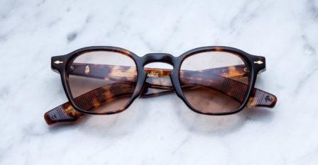 Partenariat Jacques Marie Mage et le bar à lunettes opticien à Liège : modèle Zéphirin